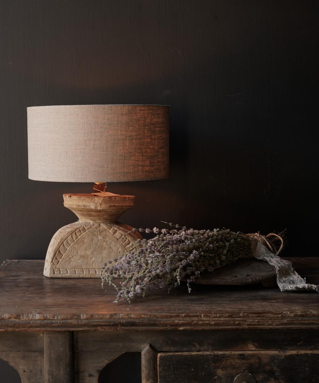 Tafellampje  van oud houten ornament-1