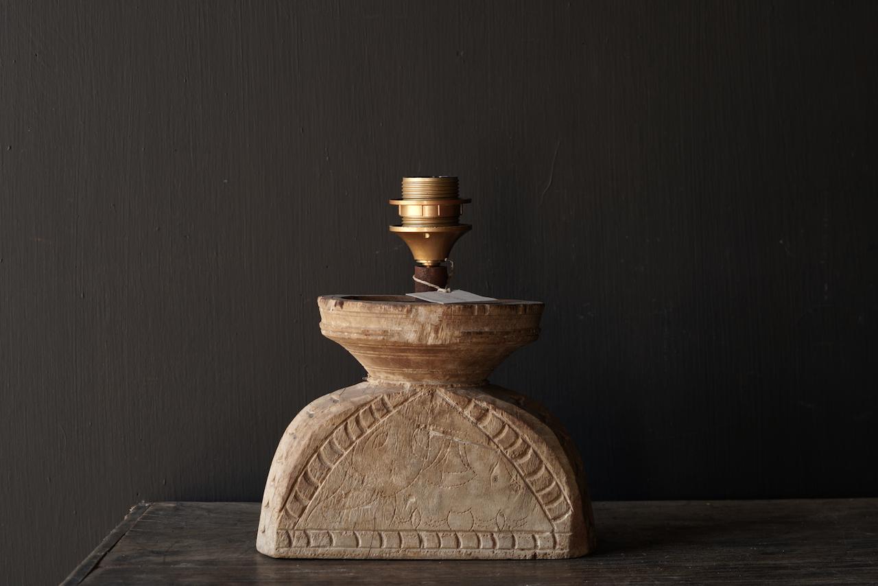 Tafellampje  van oud houten ornament-2