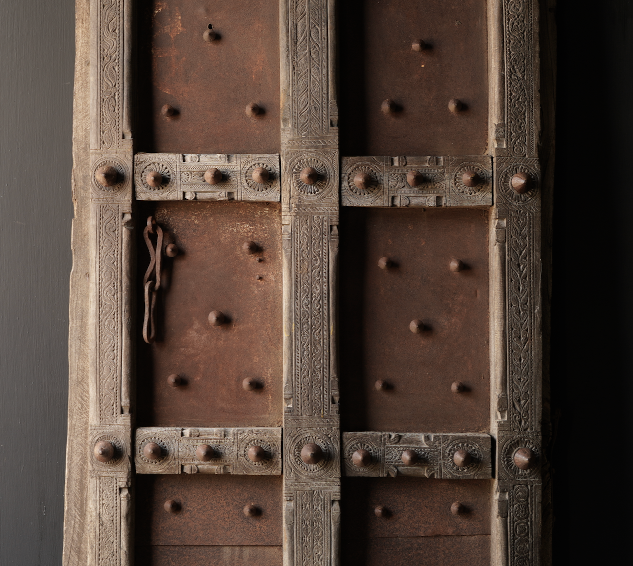 Zwaar Oude Indische ijzeren deur  met houten afwerking-3