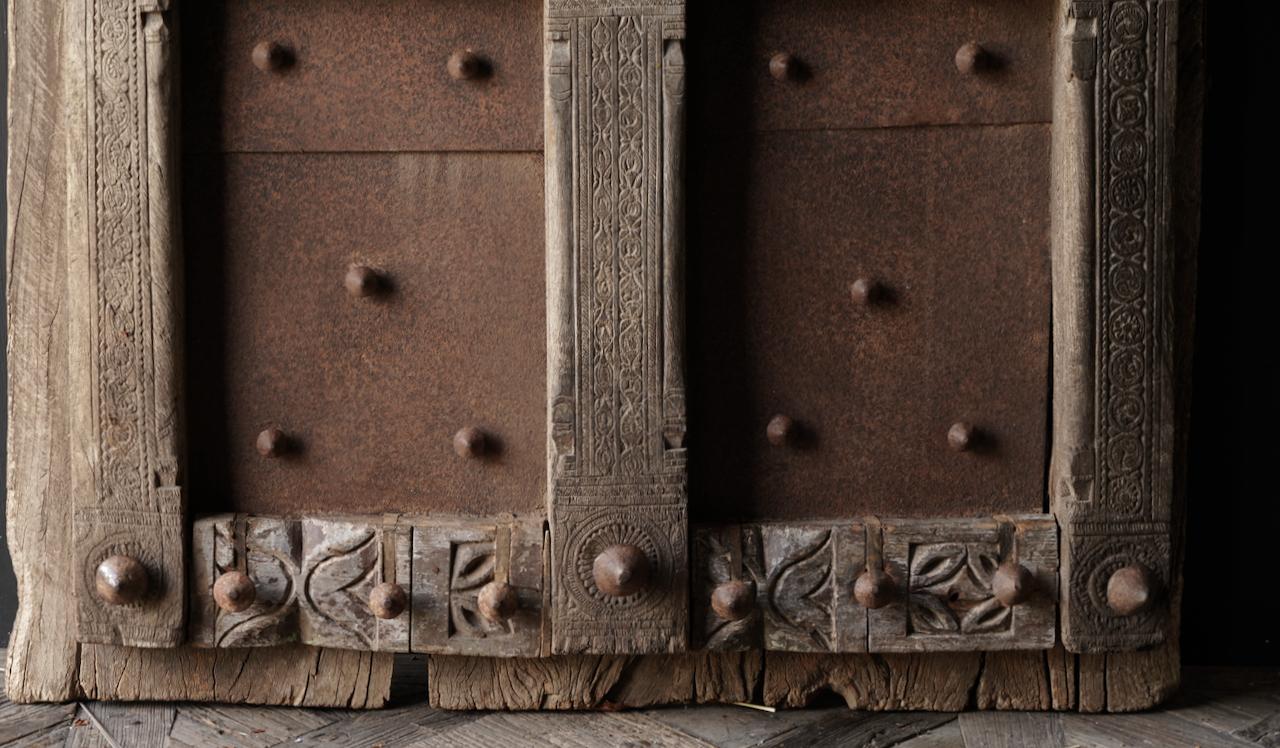 Zwaar Oude Indische ijzeren deur  met houten afwerking-5