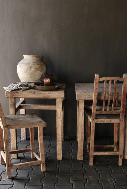 Uniek Authentiek oude hoge houten stoel