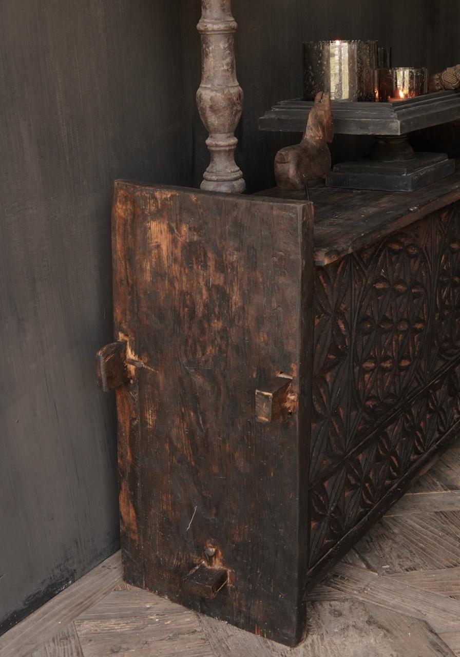 Robuste alte Himalaya-Truhe / Box mit Holzschnitzerei-4