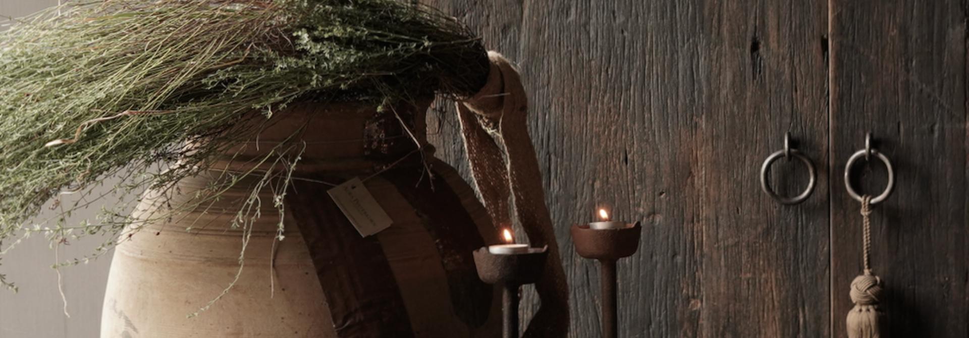 Oud houten nepalese kruik