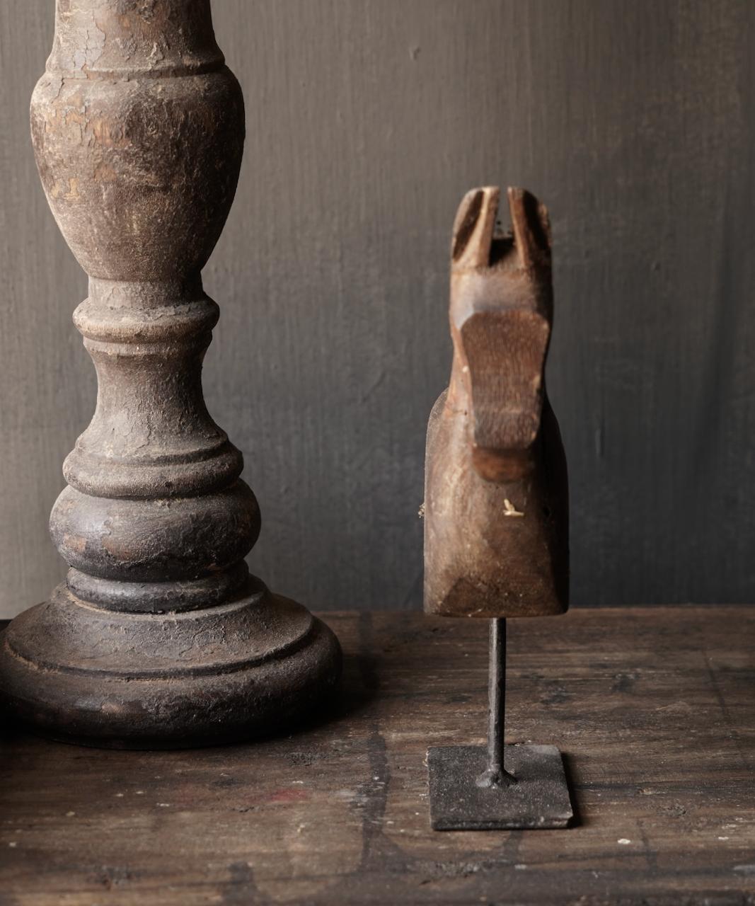Holzpferd auf Eisenständer-2