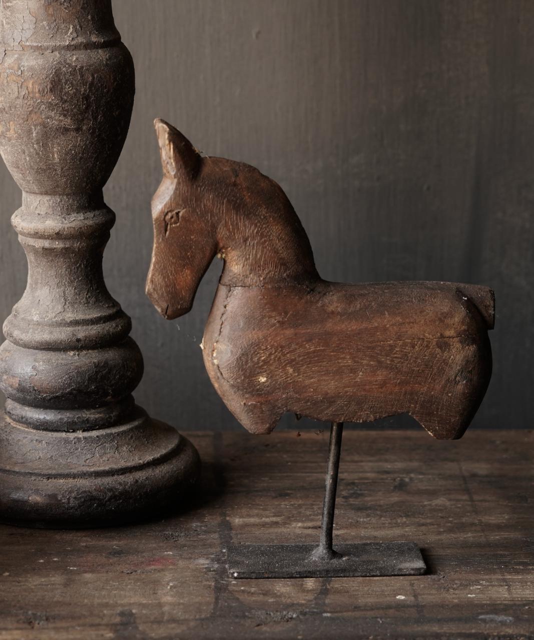 Holzpferd auf Eisenständer-3