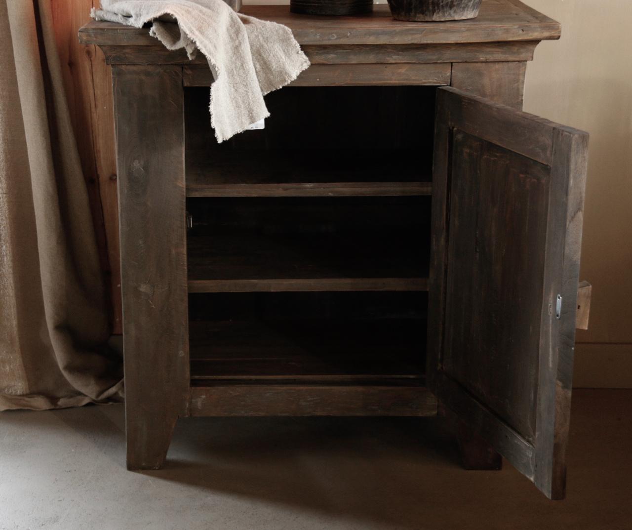 Stoer Landelijk  oud houten kastje-9