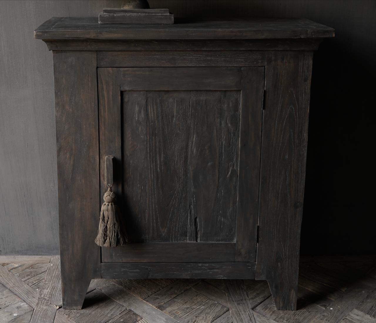 Stoer Landelijk  oud houten kastje-7