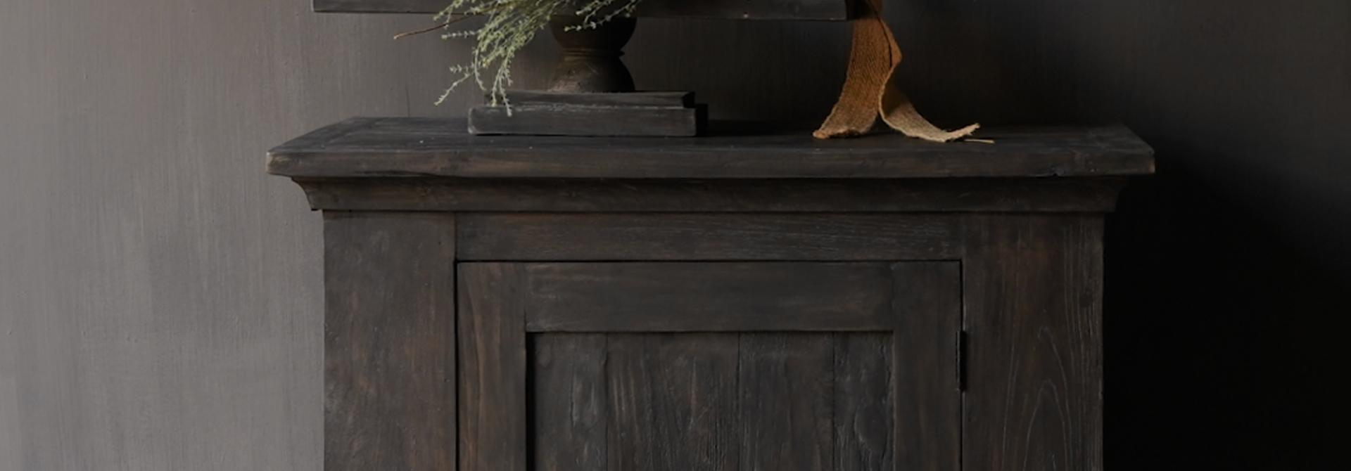 Stoer Landelijk  oud houten kastje