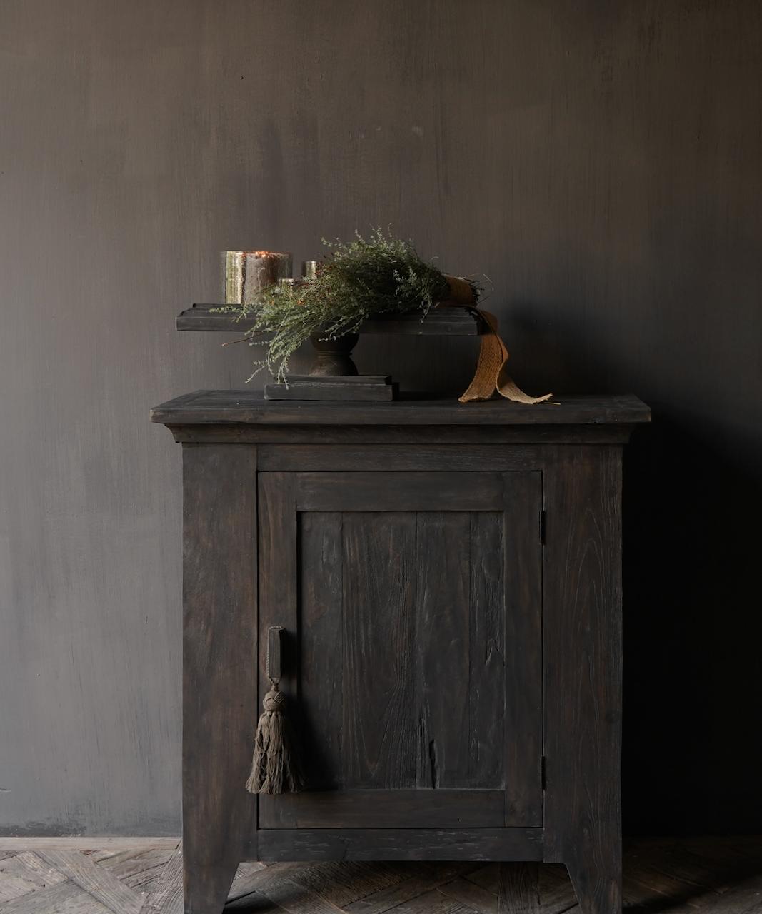 Stoer Landelijk  oud houten kastje-1