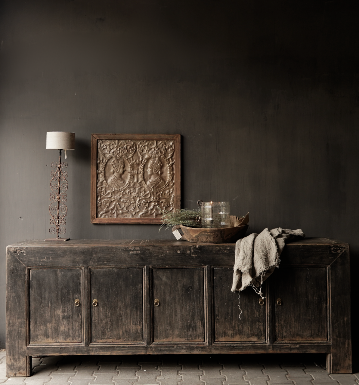 *Gereserveerd*Oude Authentieke Zwart/Bruin  Dressoir met  vijf deurtjes-1
