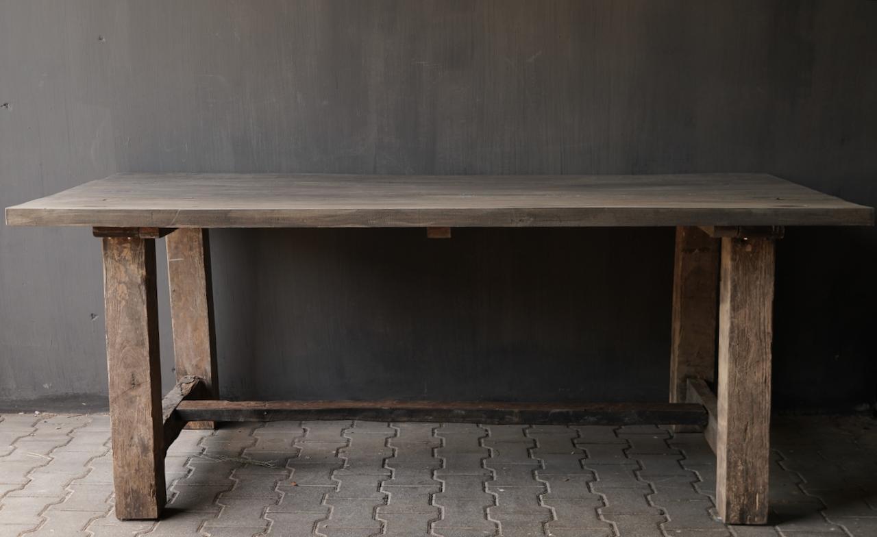 Robuster robuster ländlicher Tisch aus altem Holz 200x100 cm-3