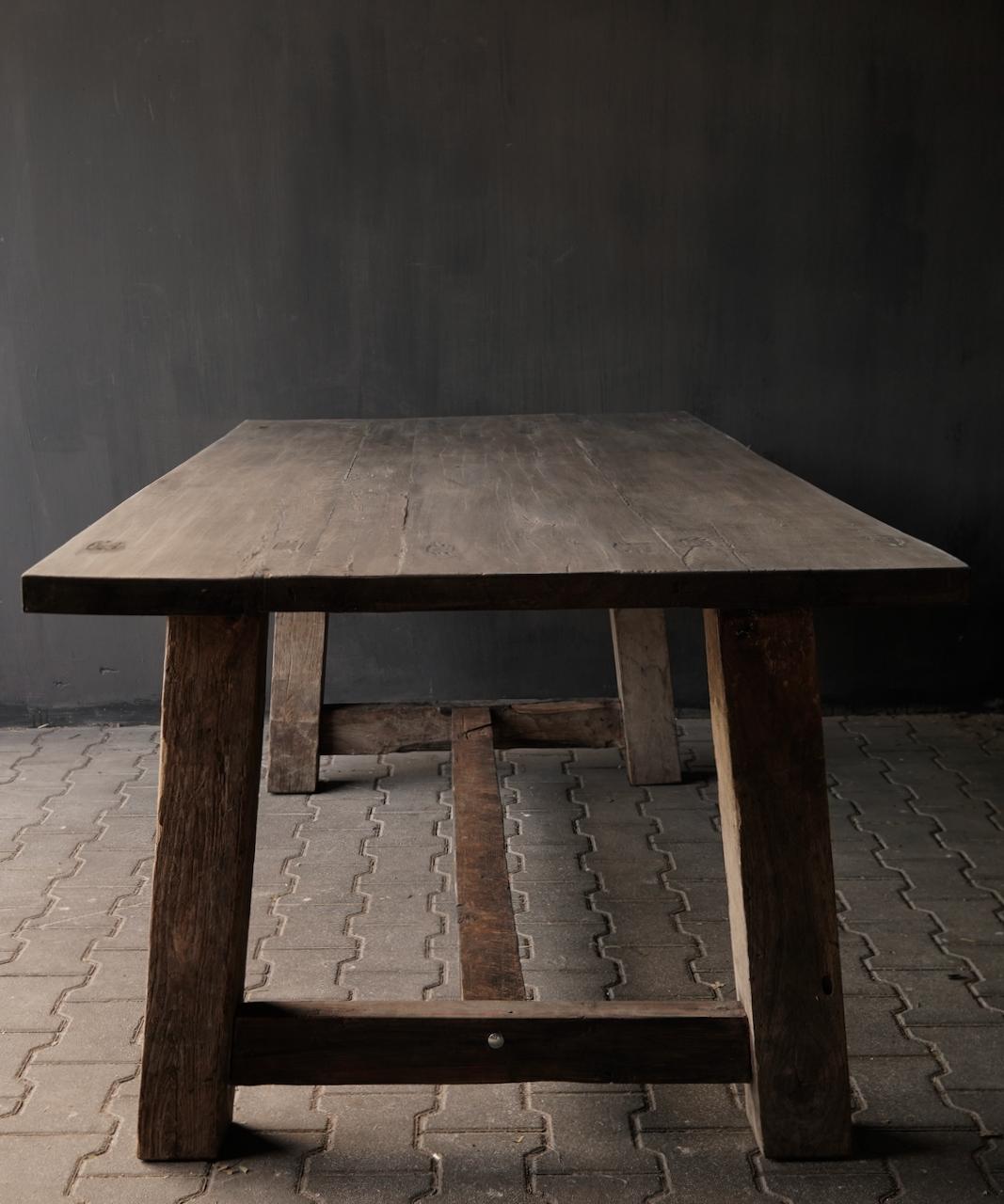 Robuster robuster ländlicher Tisch aus altem Holz 200x100 cm-2