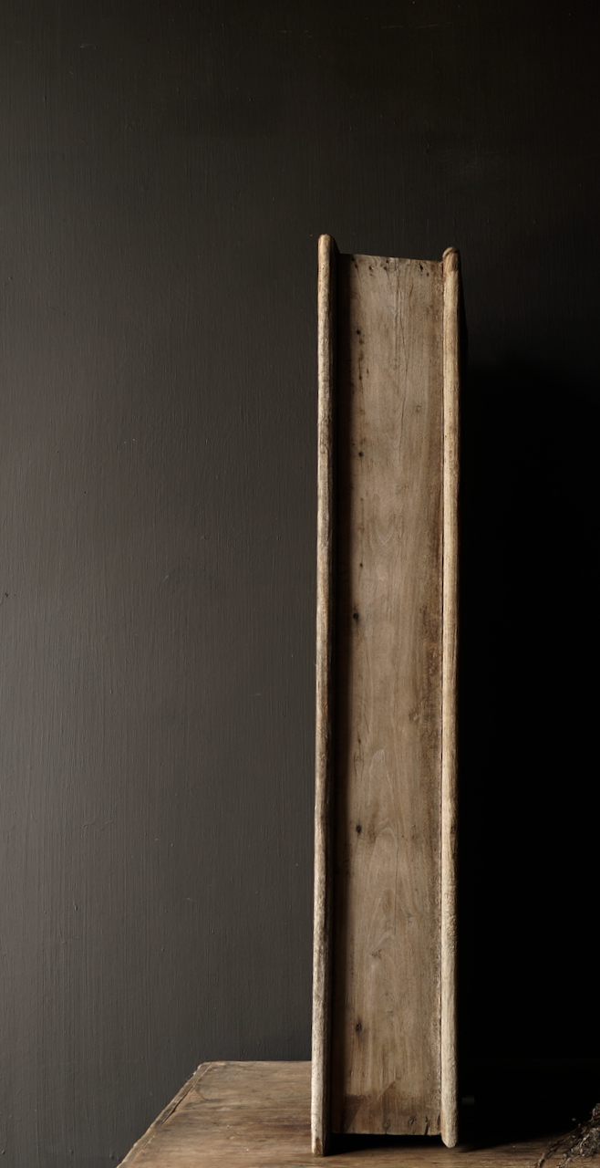 Stoer houten raamkozijn met luiken-4