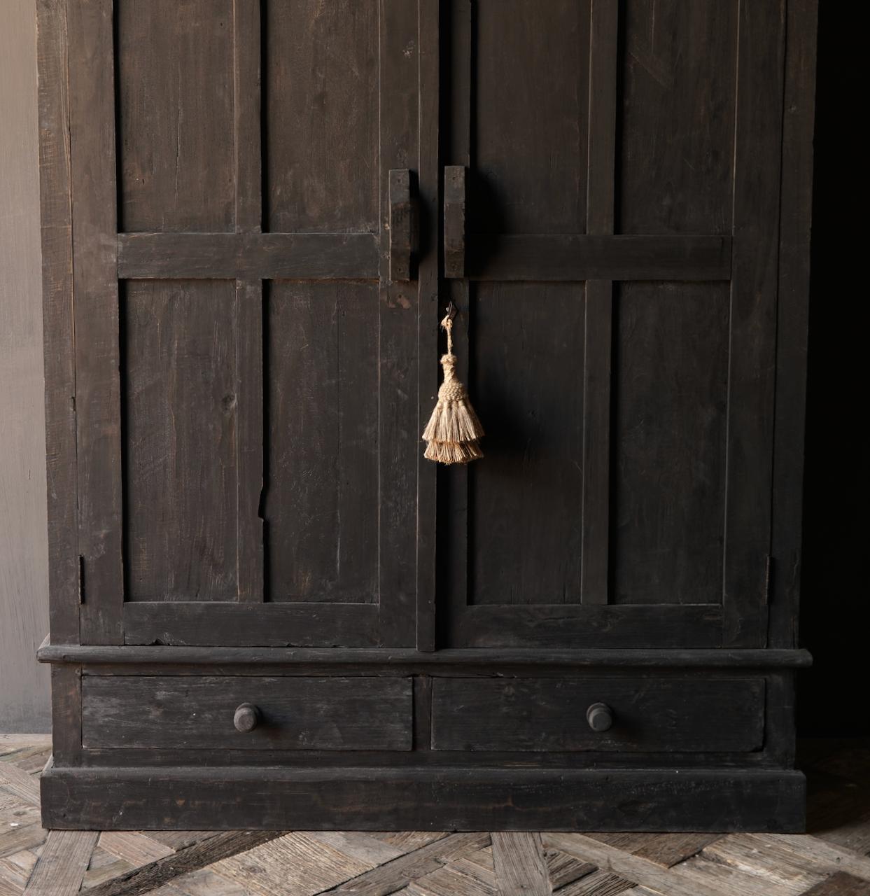 GERESERVEERD  Prachtig Stoer Landelijk kast van donker oud hout-4