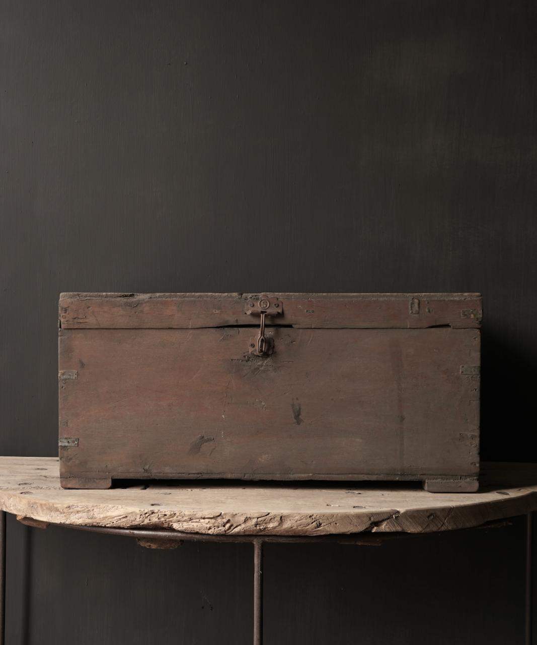 Alte authentische Holzkiste-4