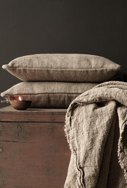 Tough coarse linen pillow