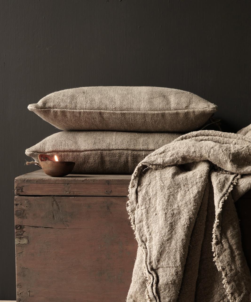 Tough coarse linen pillow-1