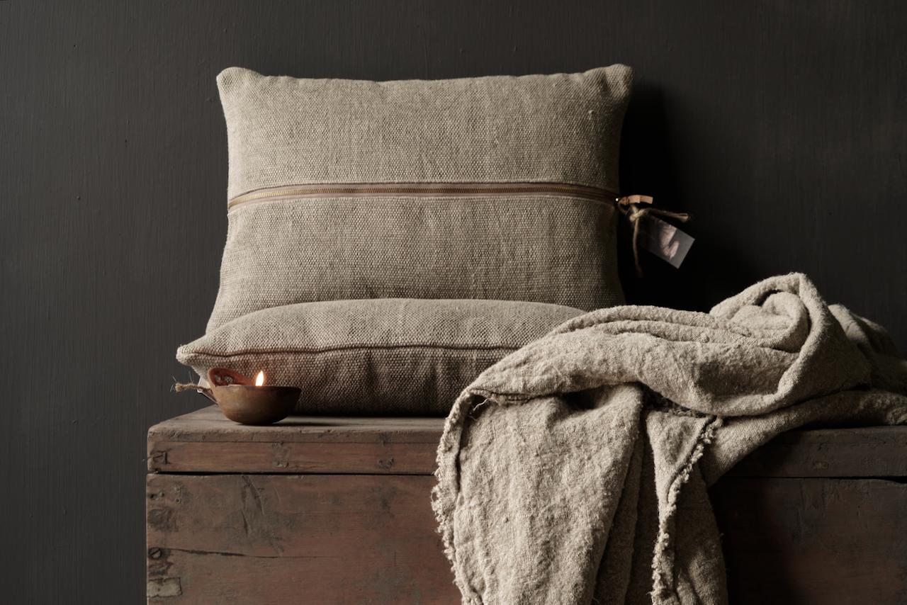 Tough coarse linen pillow-2