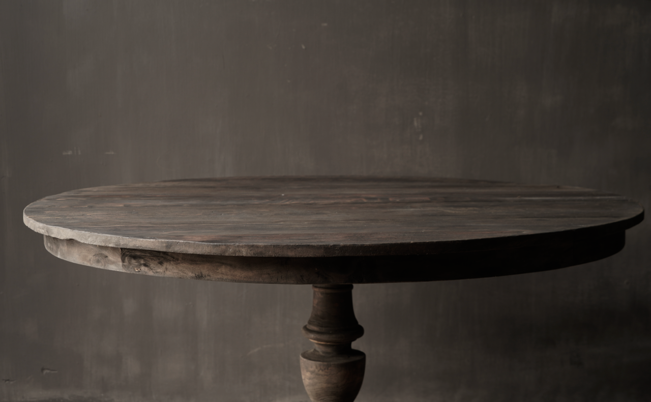 Robuster runder Tisch aus altem gebrauchtem Holz-3