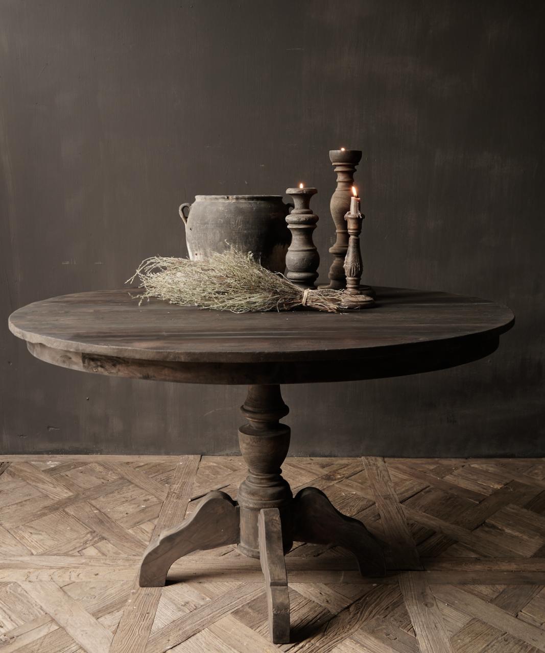Robuster runder Tisch aus altem gebrauchtem Holz-6