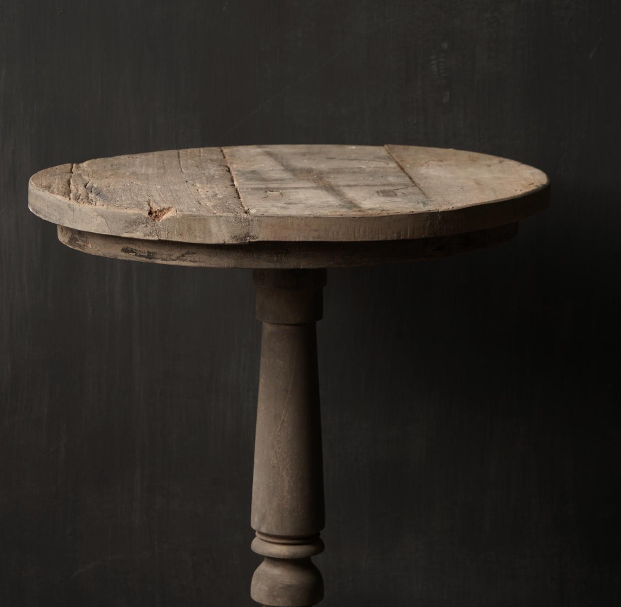 Stoere  robuuste ronde wijntafel gemaakt van oud gebruikt hout  60cm-3