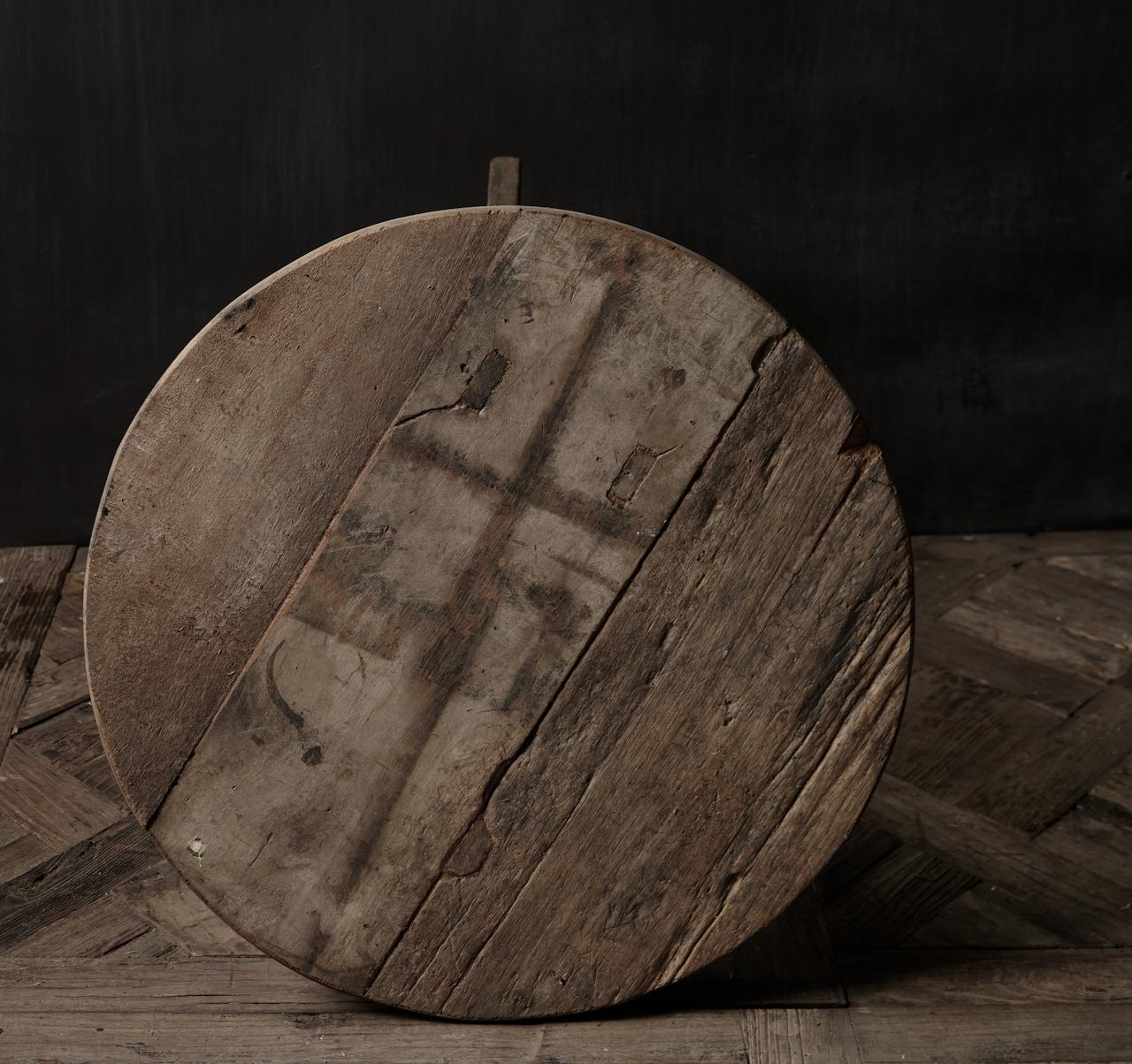 Stoere  robuuste ronde wijntafel gemaakt van oud gebruikt hout  60cm-4