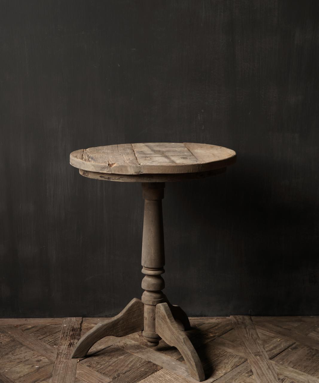 Stoere  robuuste ronde wijntafel gemaakt van oud gebruikt hout  60cm-2
