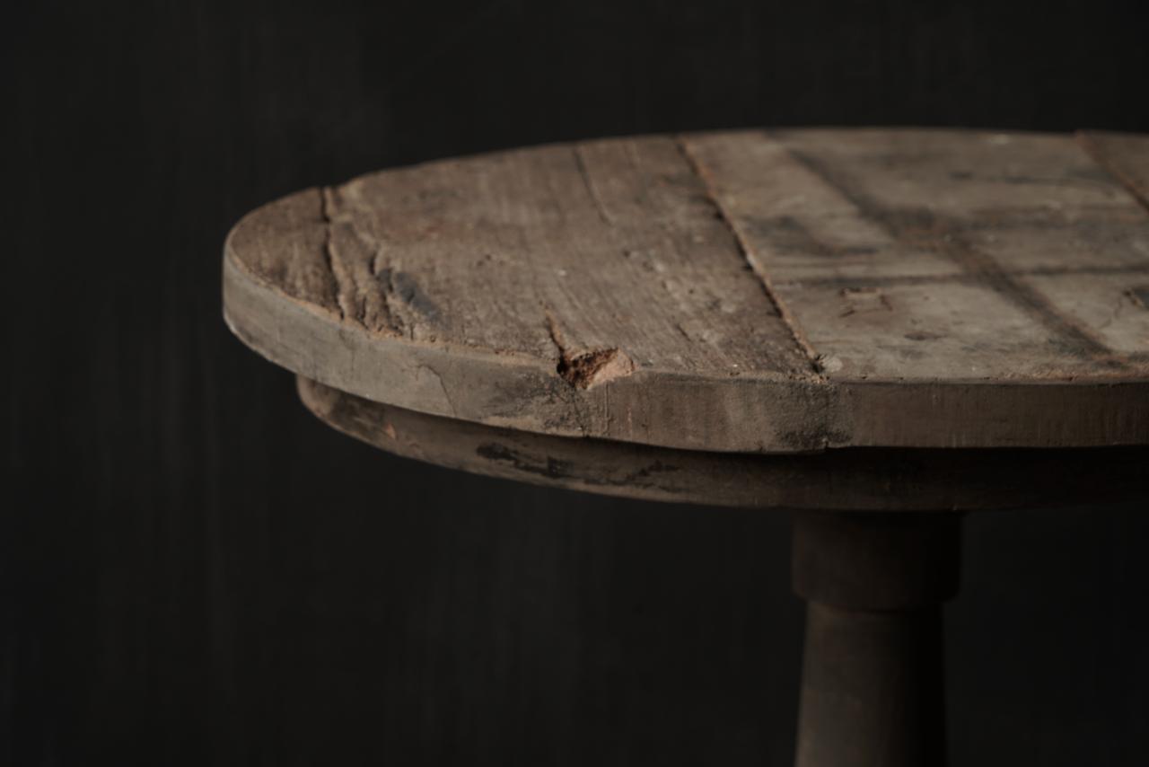 Stoere  robuuste ronde wijntafel gemaakt van oud gebruikt hout  60cm-6