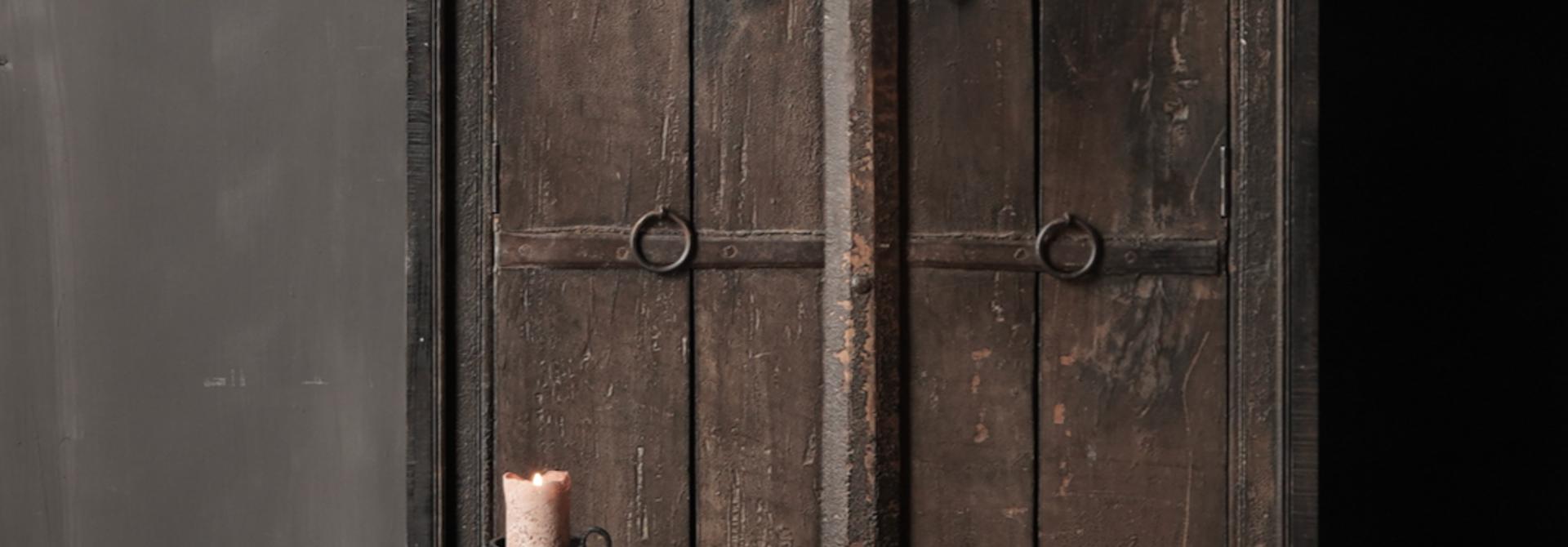 Oude Unieke Indische ( Wabi Sabi) kast twee deurs