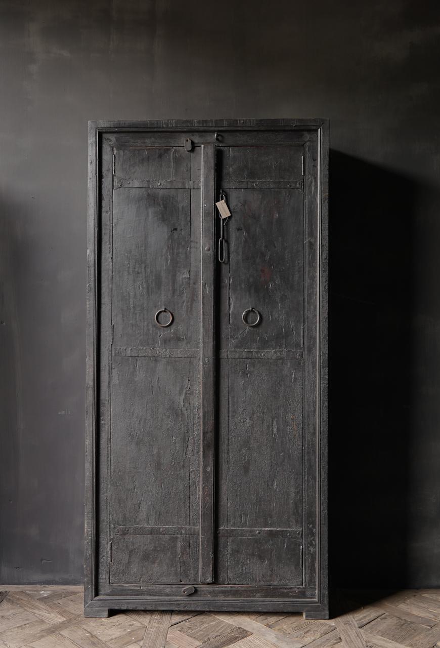 Oude Unieke Indische ( Wabi Sabi) kast twee deurs-2