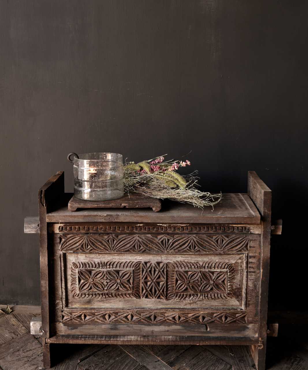 Stoere oude Himalaya   Kist / Box  met hout snijwerk-1