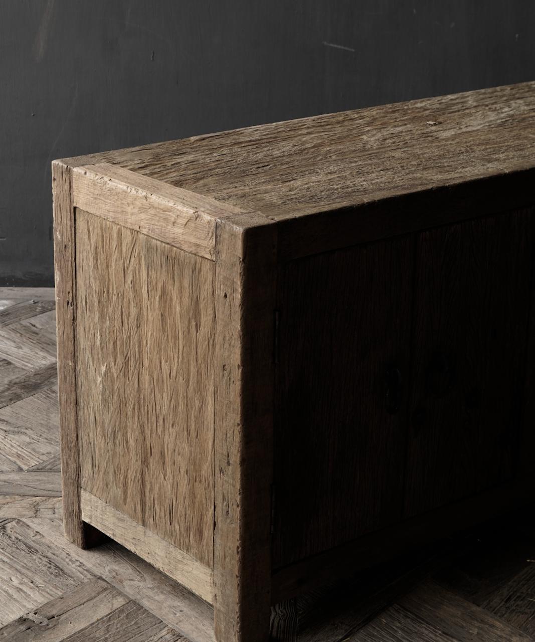 TV-Möbel / Sideboard aus altem, robustem Holz-4