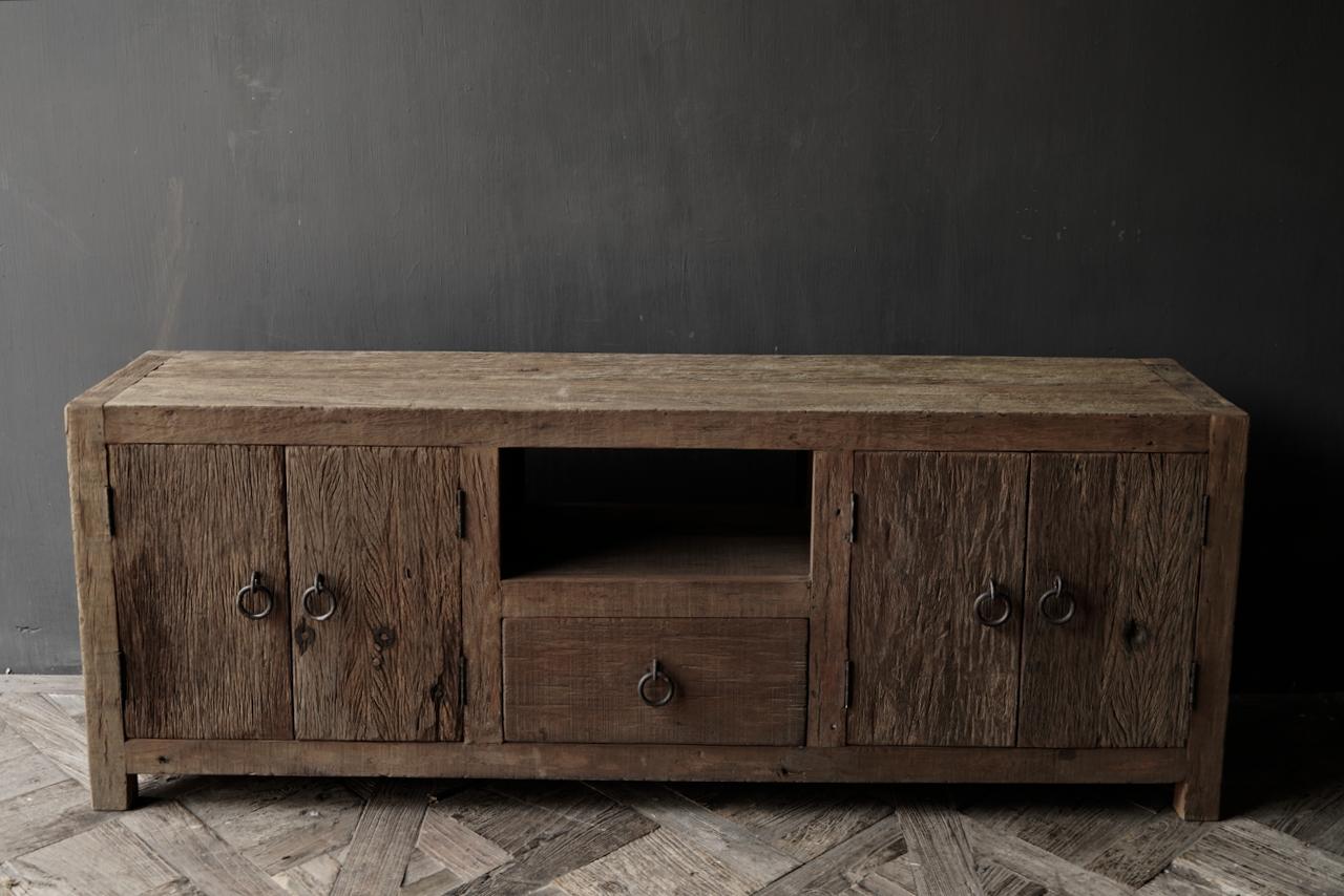 TV-Möbel / Sideboard aus altem, robustem Holz-2
