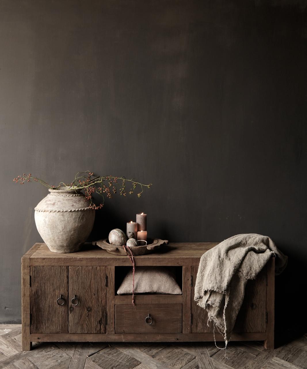 TV-Möbel / Sideboard aus altem, robustem Holz-1
