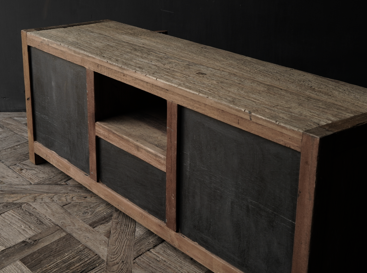 Tv Meubel / dressoir van oud  stoer robuust hout-7