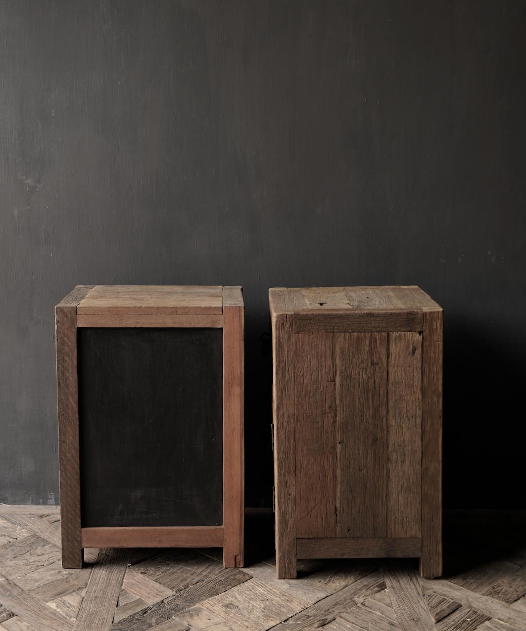 Set Oude stoer houten kastjes  oftewel nachtkastjes-5