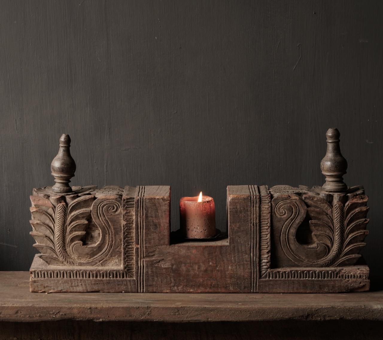 Kandelaar van oud ornament-2