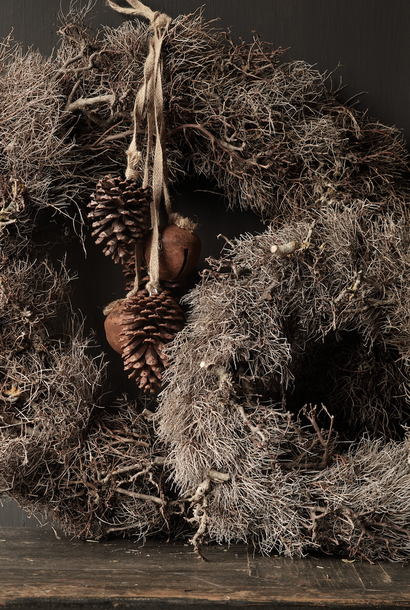 iron bush with bonsai wreath