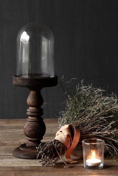 Niedliche kleine Kuppel auf einer braunen hohen Holzbasis