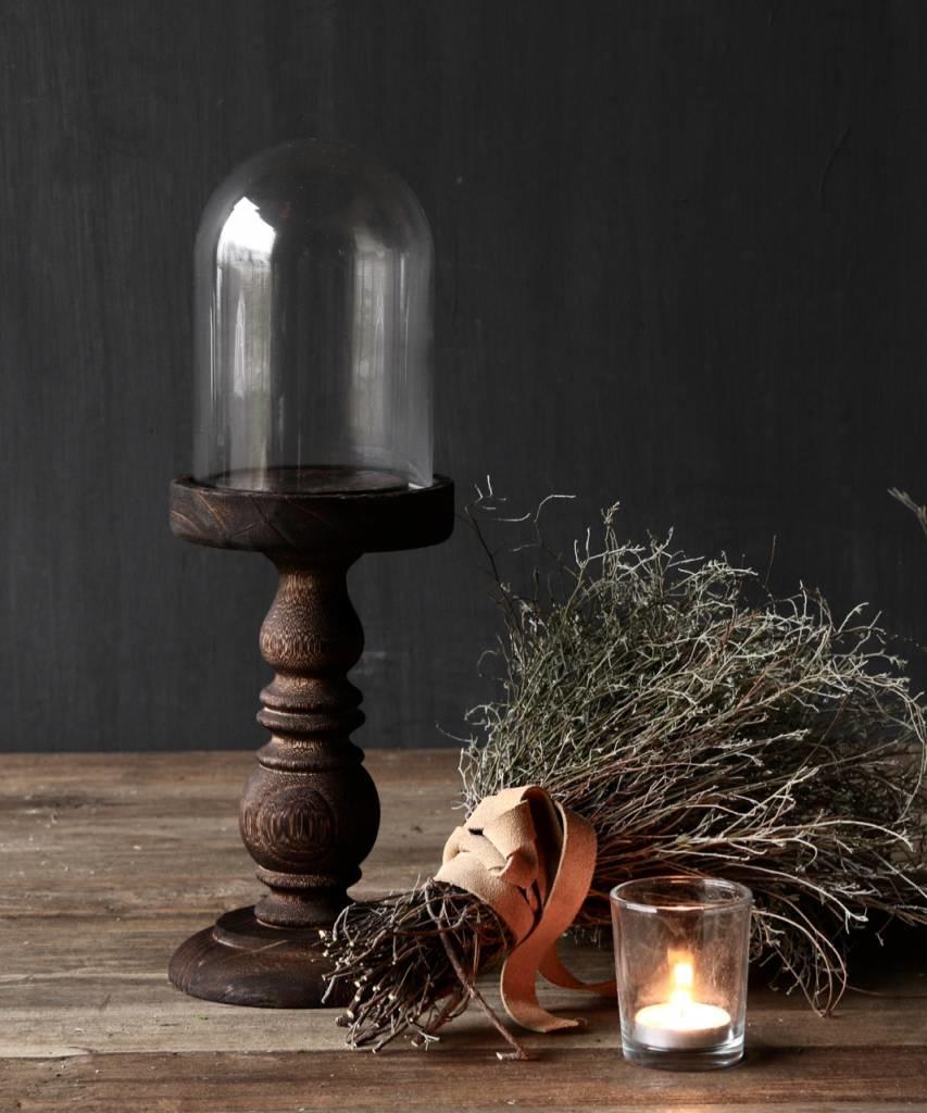 Niedliche kleine Kuppel auf einer braunen hohen Holzbasis-1