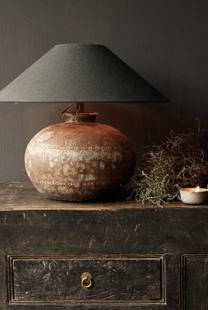 Kruik lamp gemaakt van een oude authentieke IJzeren  Indische waterkruik