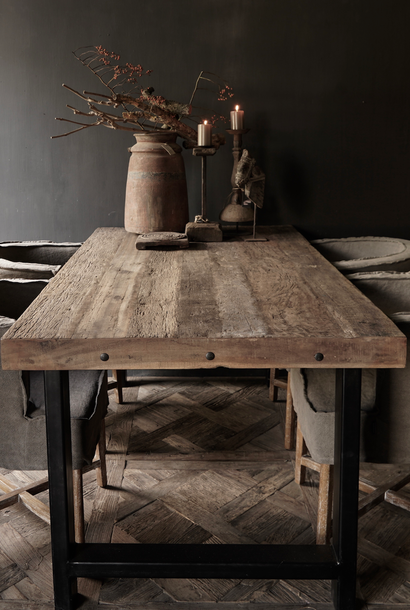Driftwood dining table with sturdy iron leg
