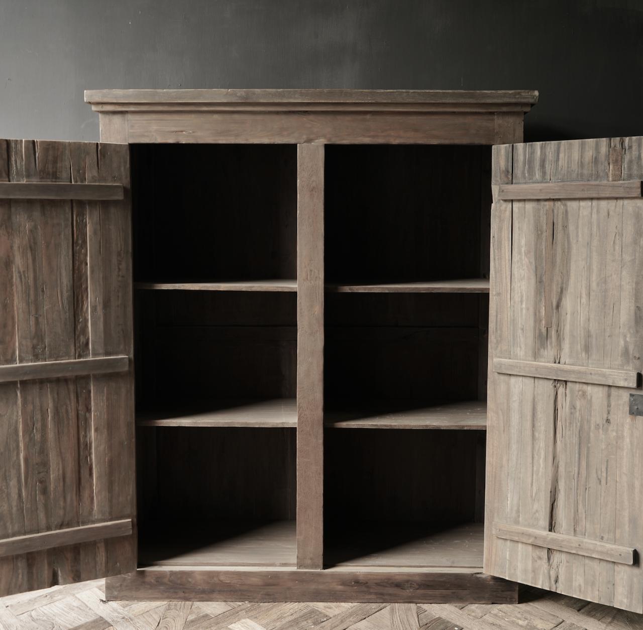 Prachtig Stoer Landelijk oud houten tweedeurs kast-2