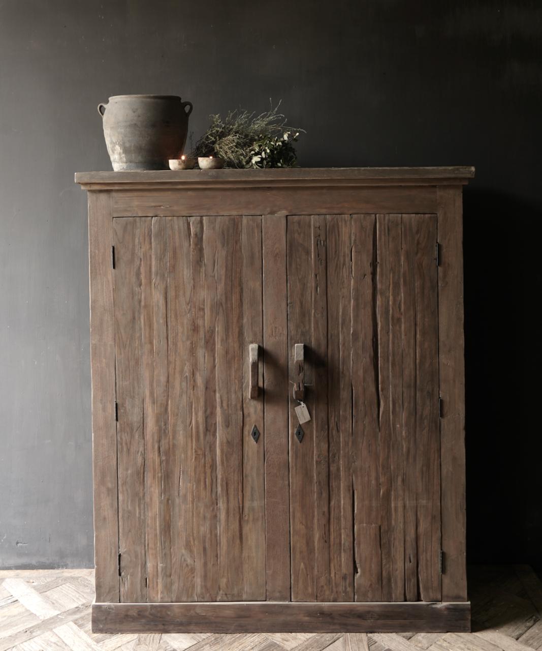 Prachtig Stoer Landelijk oud houten tweedeurs kast-1