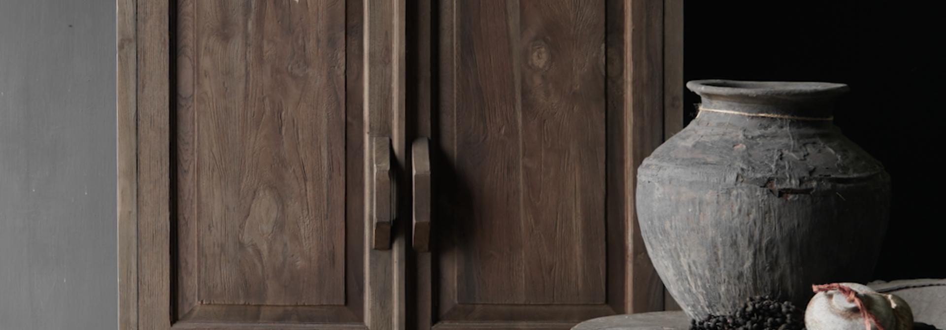 Prachtig   oud houten kast