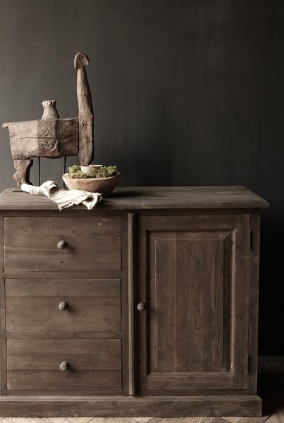 Oud houten lade kastje  met een deurtje Lieke