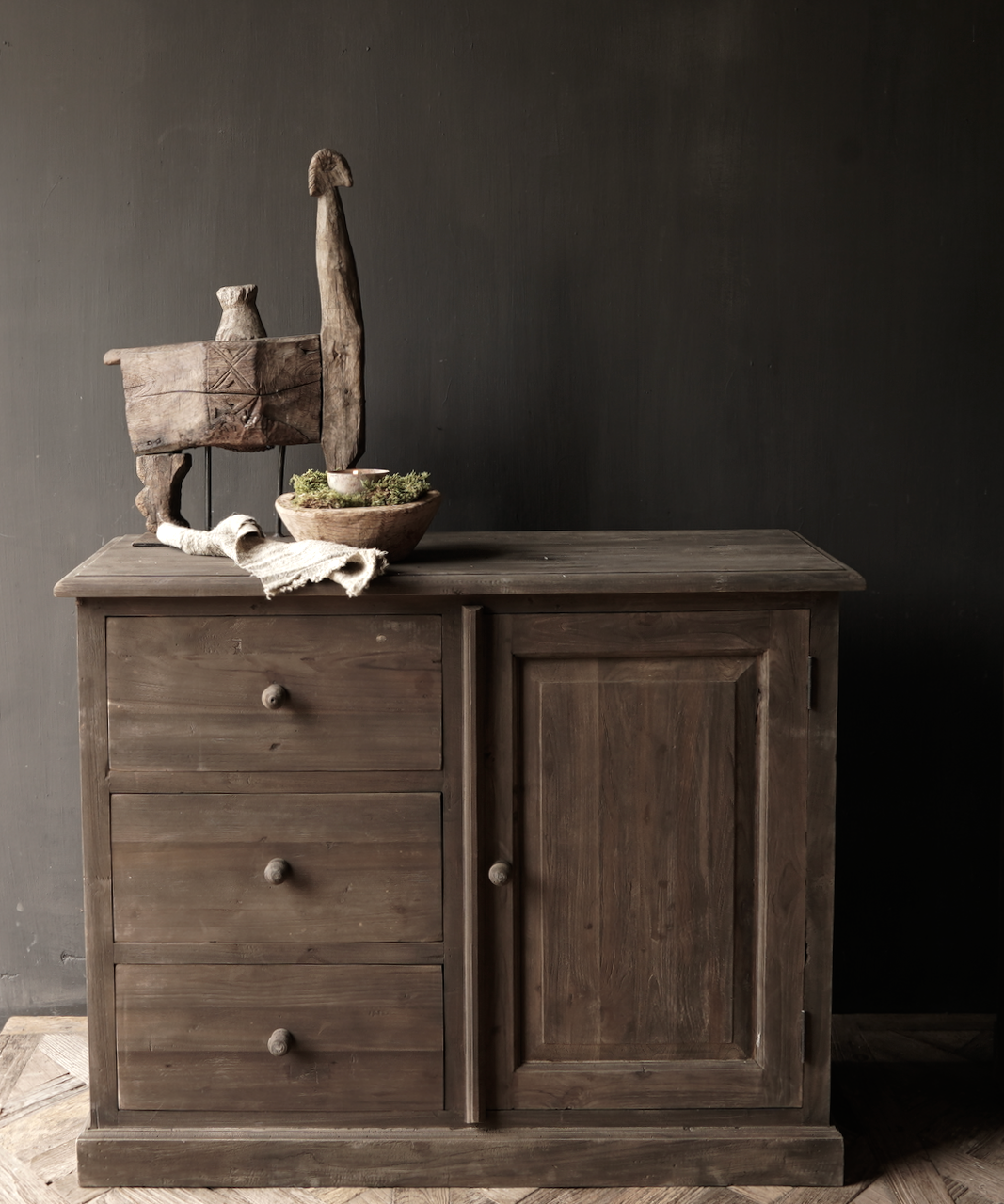 Old wooden drawer cabinet with a door Lieke-1