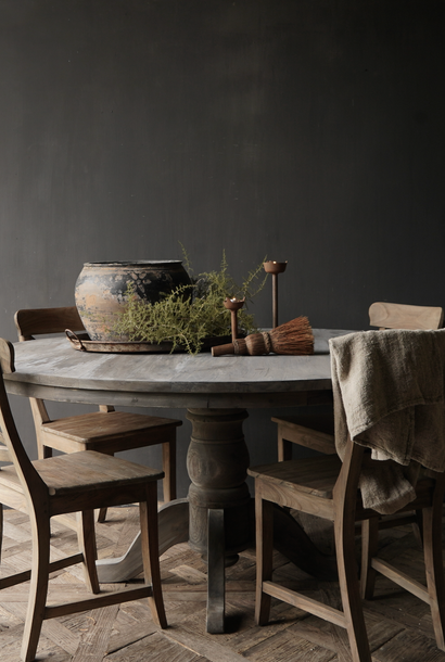 * reserviert * Robuster runder Tisch aus altem gebrauchtem Holz
