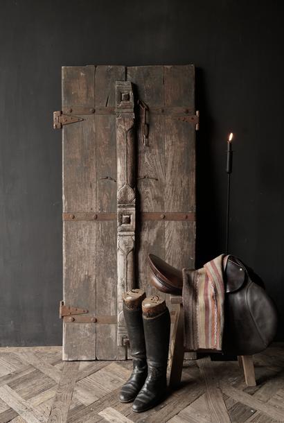 Schöne einzigartige alte antike nepalesische Holztür