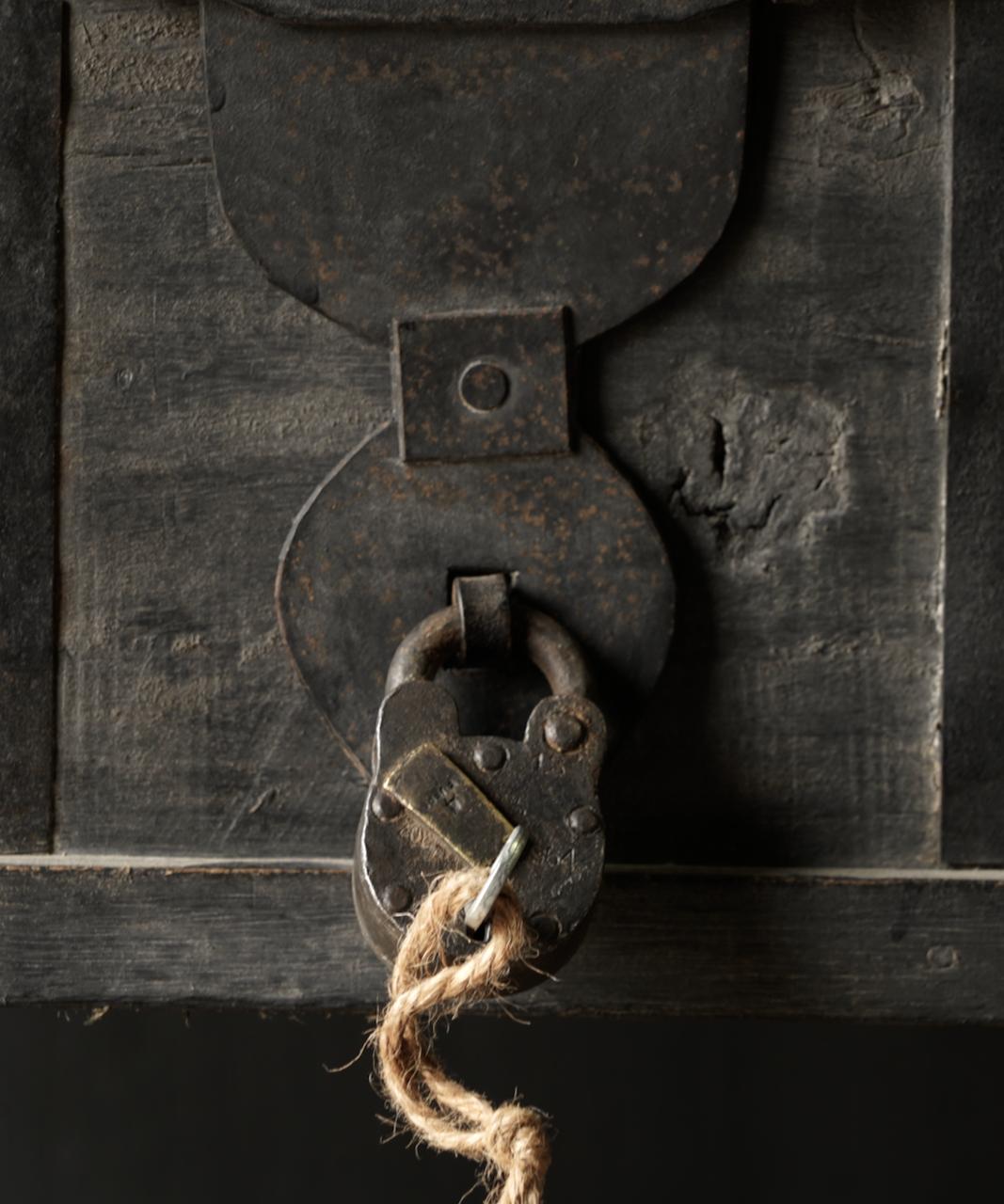 Oude gerestaureerde hangslot met sleutel-1